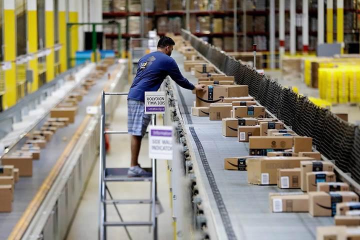 Amazon siparişleri paketleme işini de robotlara veriyor