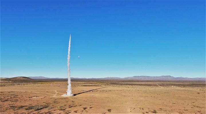 Öğrencilerin yaptığı bir roket, 100 km. yüksekliğe ulaştı