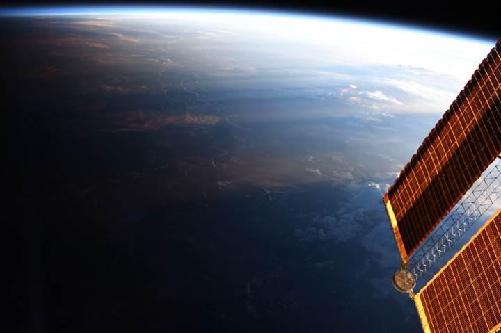 NASA, 'geceyle gündüzün buluştuğu' büyüleyici anı görüntüledi