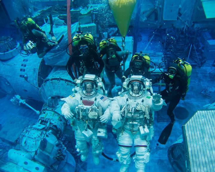 NASA, Ay'a göndermeyi planladığı astronotları sualtında eğitiyor