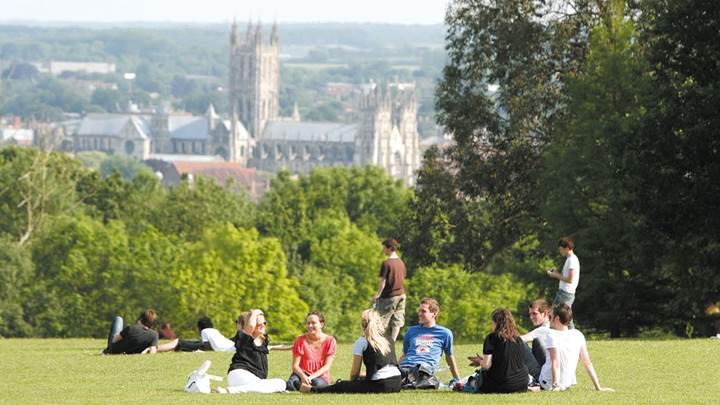 İngiliz Üniversiteleri, öğrencilerin sosyal medya hesaplarını inceleyerek intiharları önleyecek