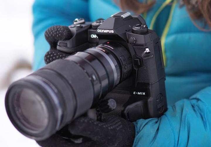 Olympus'dan zoom lensler için destek ünitesi