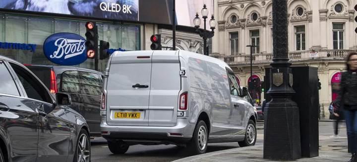 Londra'nın meşhur elektrikli taksilerinin van versiyonu tanıtıldı