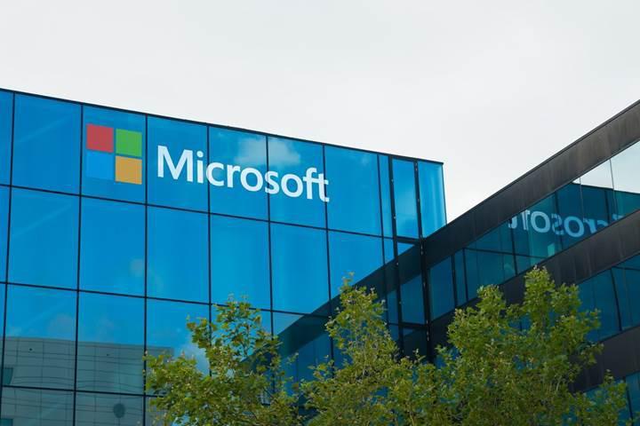 Microsoft, çalışanlarının rakip hizmetleri kullanmasını yasakladı