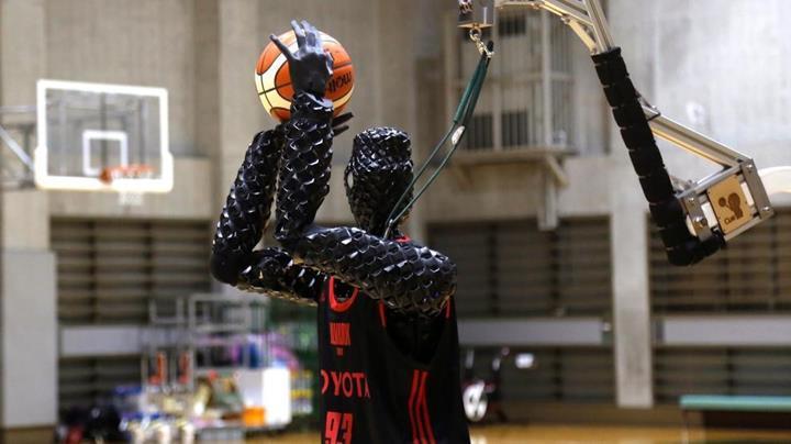 Toyota'nın insansı basketbol robotu CUE 3, serbest atışta dünya rekoru kırdı