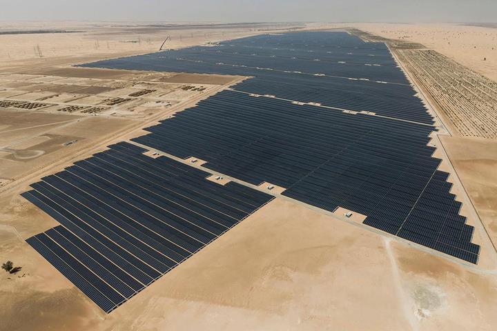 BAE, dünyanın en büyük güneş enerjisi santralini kullanıma soktu