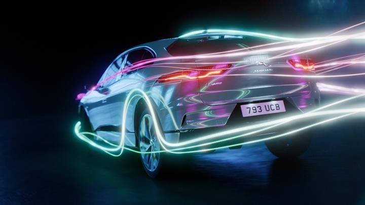 Jaguar, XJ Sedan modelinin elektrikli versiyonunu üreteceğini açıkladı