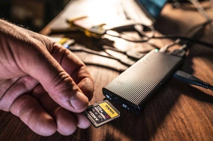 Sony'den dünyanın en hızlı SD kart okuyucusu: MRW-S3