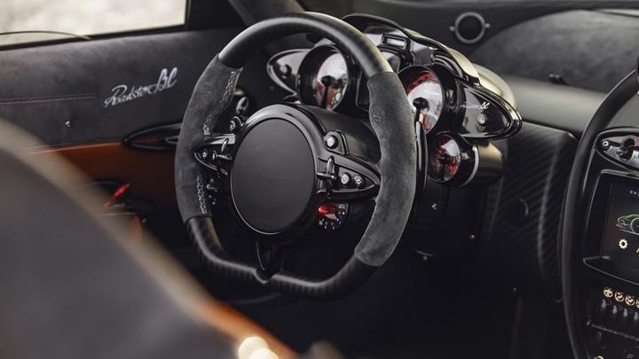 Pagani, 800 beygirlik yeni canavarı Huayra Roadster BC'yi tanıttı
