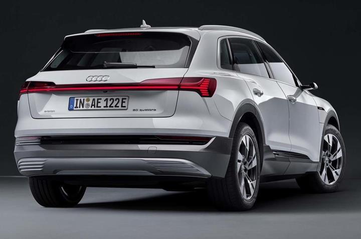 Audi, elektrikli E-tron SUV'un daha ucuz versiyonunu tanıttı