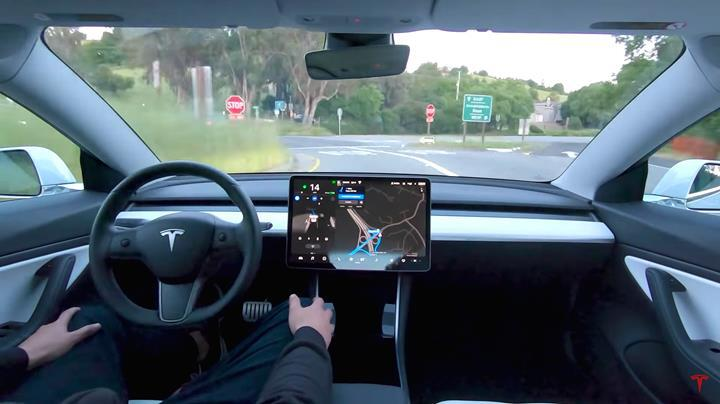 Tesla her 2 ila 4 ayda bir Tam Otonom Sürüş (FSD) fiyatına zam yapacak