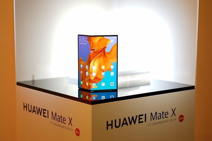 Huawei'nin katlanabilir Mate X modeli yine ertelendi