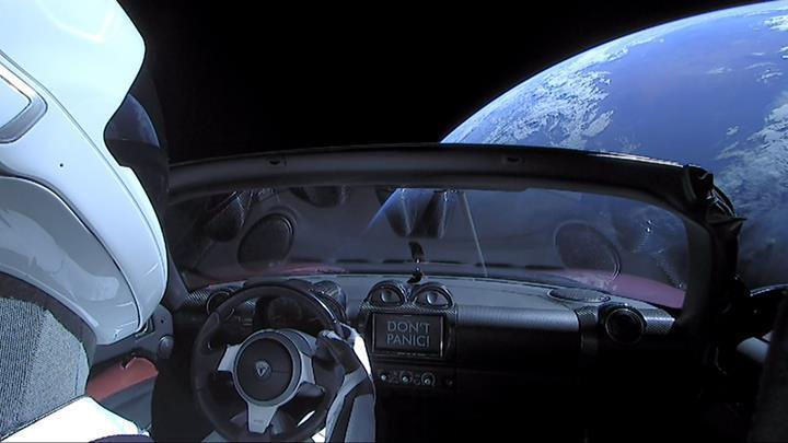 Elon Musk'ın uzaya gönderdiği Roadster'ı Güneş etrafındaki ilk turunu tamamladı