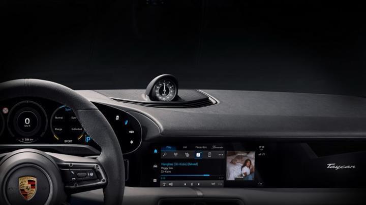 Elektrikli Porsche Taycan'ın kabininden ilk resmi görüntü geldi
