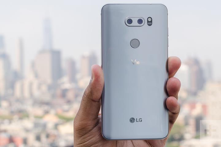 LG'nin V30 için yayınladığı Android 9 güncellemesini geri çektiği belirtiliyor
