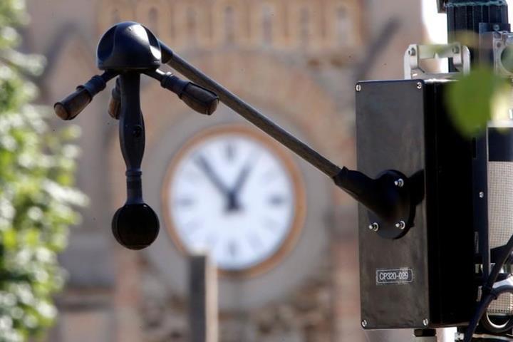 """Paris """"gürültü radarı"""" ile araçlara ceza kesmeye hazırlanıyor"""
