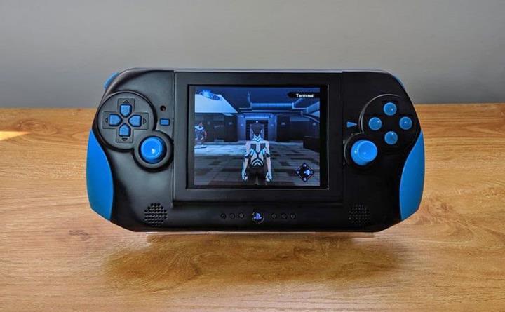 PS2 konsolu artık cebinizde