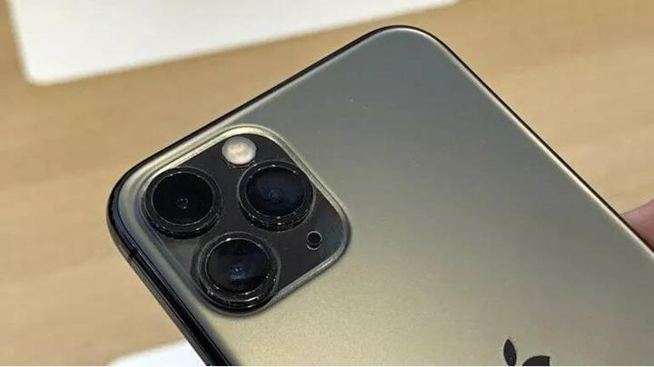 Yeni iPhone modellerinde ters kablosuz şarj özelliği iddiaya göre bilerek devre dışı bırakılmış