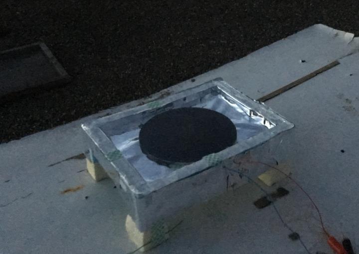 Gece karanlığında elektrik üretebilen güneş paneli benzeri jeneratör geliştirildi