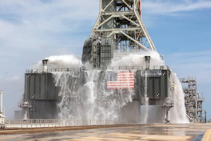 NASA'nın yeni fırlatma üssü, dakikada 4 milyon litre su fırlatabiliyor