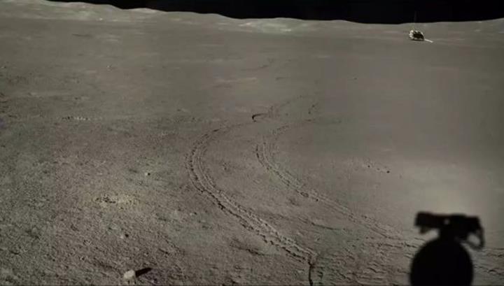 Ay yüzeyinde yeni madde keşfedildi