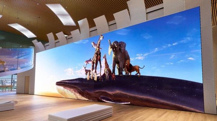 Sony 16K çözünürlüklü 20 metrelik dev ekranı 5,8 milyon dolara satışa sundu