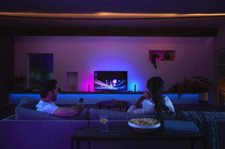 Philips'in akıllı ışıkları TV'de izlenen şovla senkronize oluyor