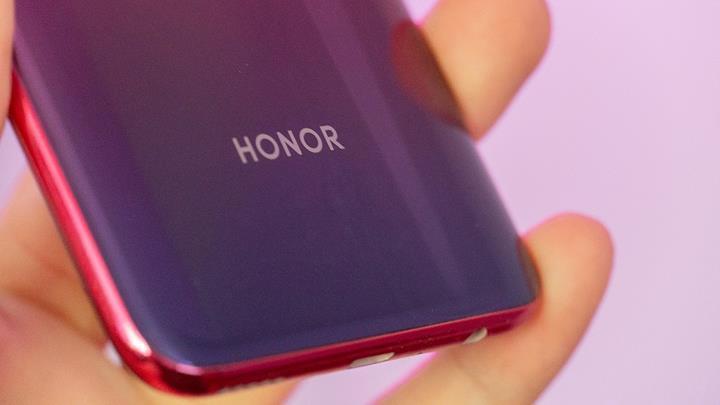 Honor V30'un çift kamera deliğine sahip ön kamera kurulumu sızdırıldı
