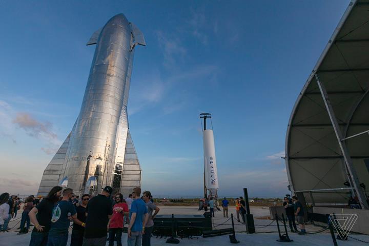 Elon Musk, Starship prototip roketini ilk kez ortaya çıkardı