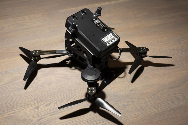 Interceptor dronu, düşman İHA'larını kaba kuvvetle imha ediyor