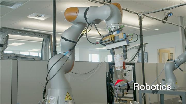 Toyota, robotları eğitmek için VR teknolojisini kullanıyor