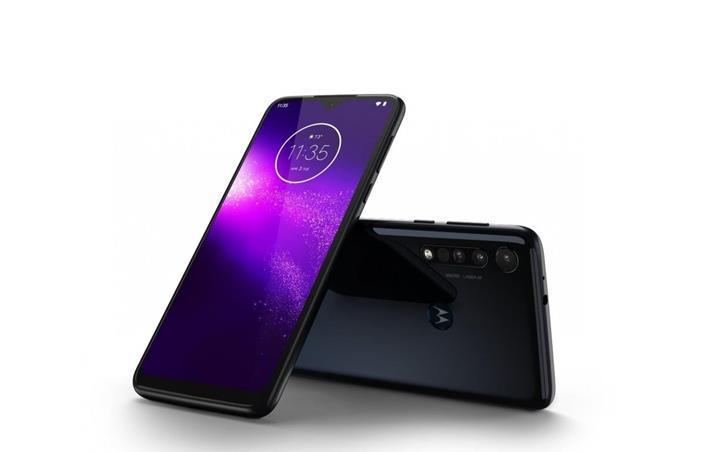 Giriş seviyesine 3 arka kameralı Motorola One Macro