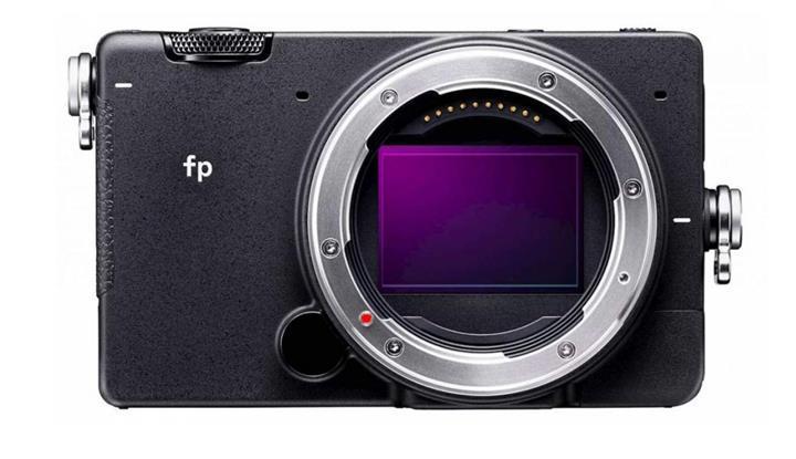 Dünyanın en küçük tam kare aynasız fotoğraf makinası satışa çıkıyor