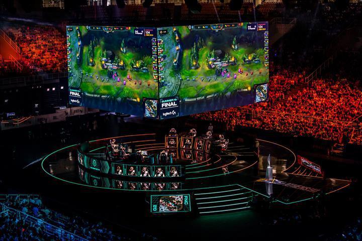 Riot'tan League of Legends pro oyuncularına uyarı: 'Hassas konulara girmeyin'