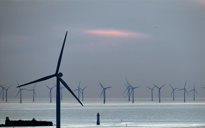 İngiltere'nin yenilenebilir kaynaklardan ürettiği enerji, fosil yakıt kaynaklı üretimi geçti