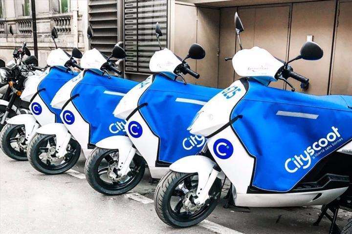 Uber uygulaması Paris'te elektrikli mopedlere sahip oldu