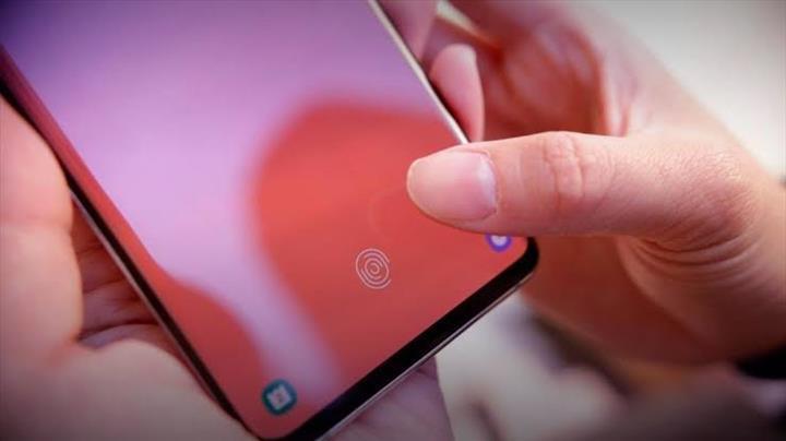 Parmak izi sensörü hatası Samsung'un başını ağrıtabilir