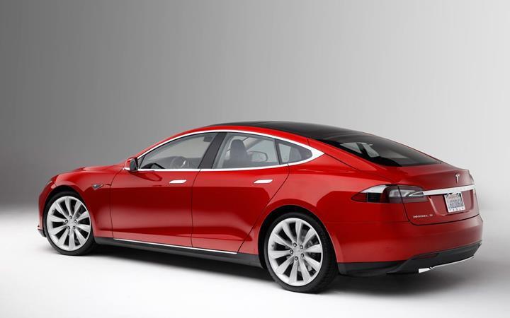 Tesla otomobillere güç ve menzil arttıran güncelleme geliyor