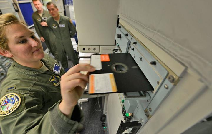 Pentagon'un nükleer savaş sistemleri, 50 yıllık 'disket' teknolojisini terk ediyor