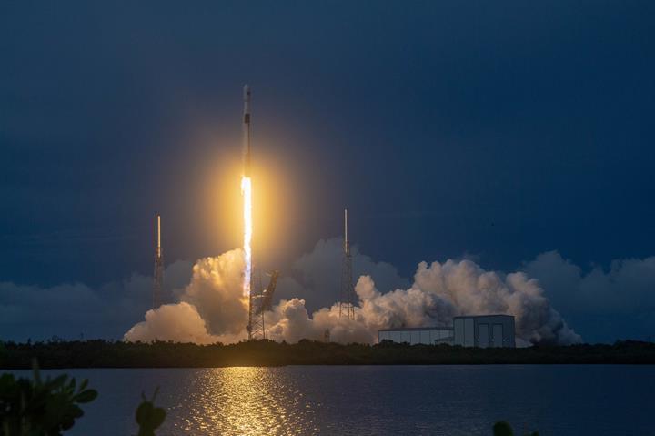 SpaceX, tam 60 Starlink uydusunu uzaya fırlattı: İşte müthiş görüntüler