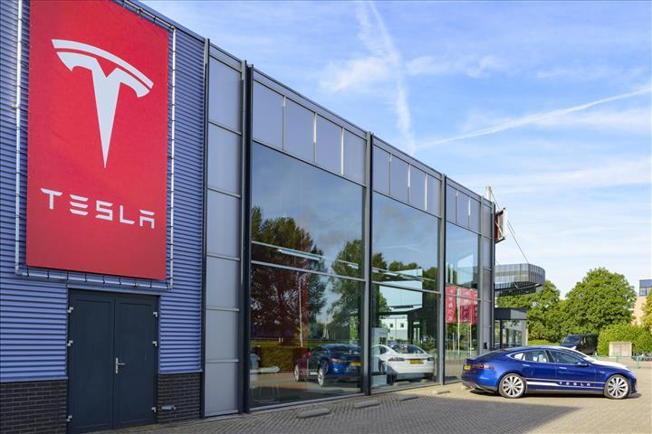 Tesla, Mercedes'i geçerek dünyanın en değerli 3. otomobil üreticisi oldu