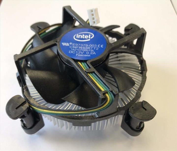 Intel Xeon E-2274G işlemcileri toplatılıyor