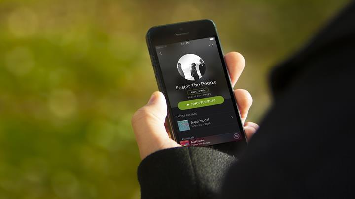 Spotify gerçek zamanlı şarkı sözü gösterme özelliğini test ediyor