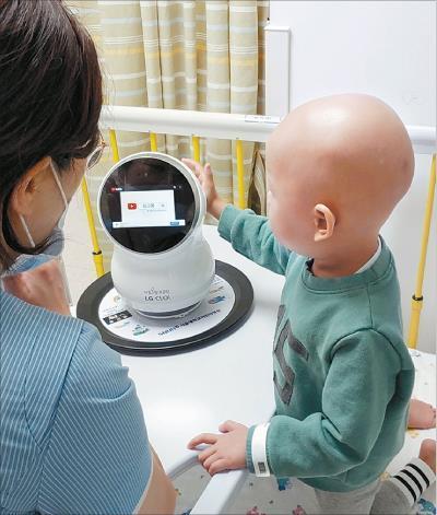 LG, CLOi robotlarını çocuklarla test ediyor