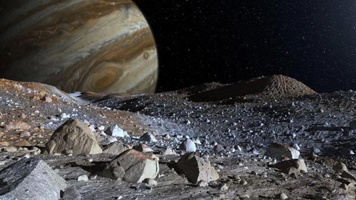 Europa'da yaşam olabilir mi? NASA, uydunun atmosferinde su bulunduğunu açıkladı