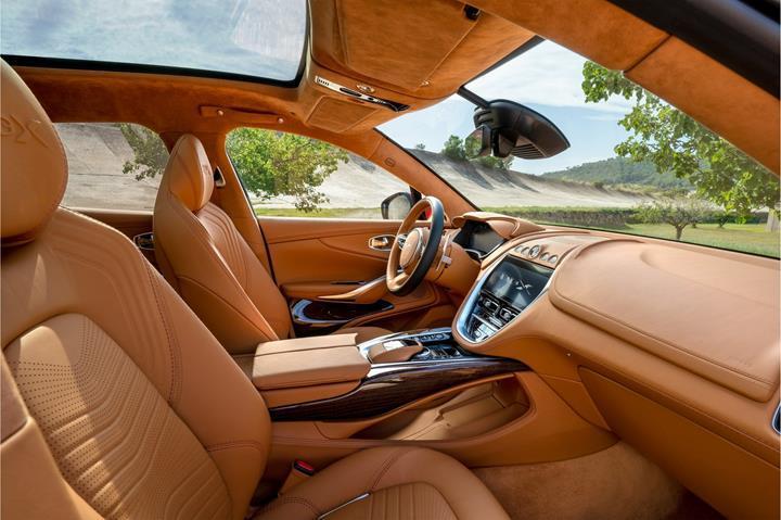 106 yıllık marka tarihinde bir ilk: 2020 Aston Martin DBX tanıtıldı