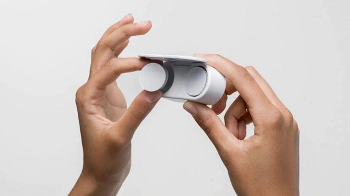 Microsoft kablosuz kulaklığı Surface Earbuds'ın çıkış tarihini erteledi