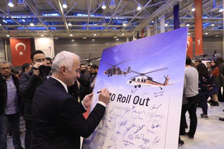 Türkiye'de üretilen T-70 Genel Maksat Helikopteri hangardan çıktı