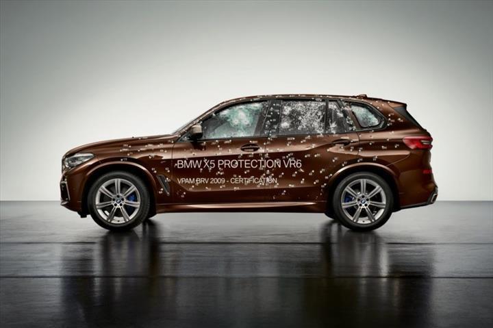BMW'den Tesla Cybertruck'ın kırılmaz camlarına gönderme