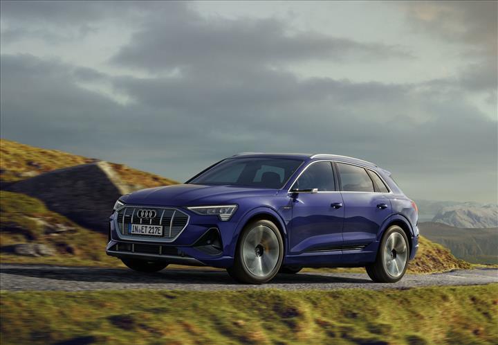 Audi e-tron elektrikli SUV'a fazladan 25 km menzil takviyesi
